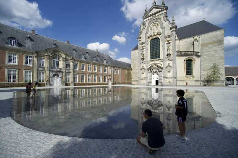 比利时Averbode修道院庭院景观