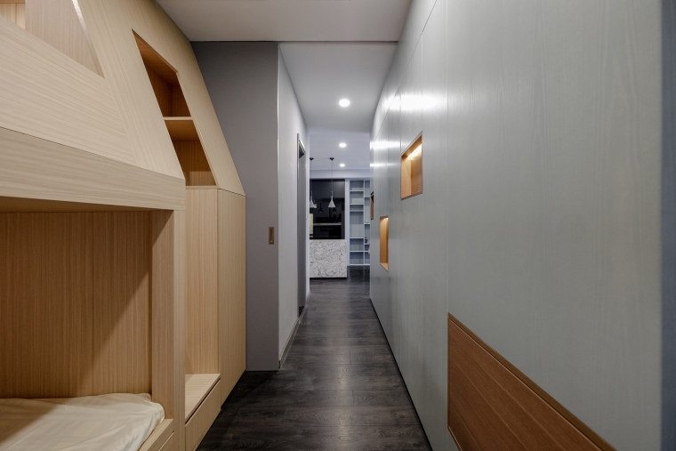 10.Corridor