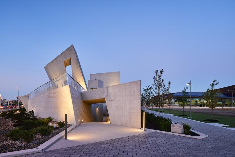 加拿大国家大屠杀纪念碑-21