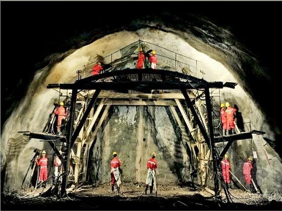 铁路高瓦斯隧道工程施工组织设计331页(钻爆法 新奥法)