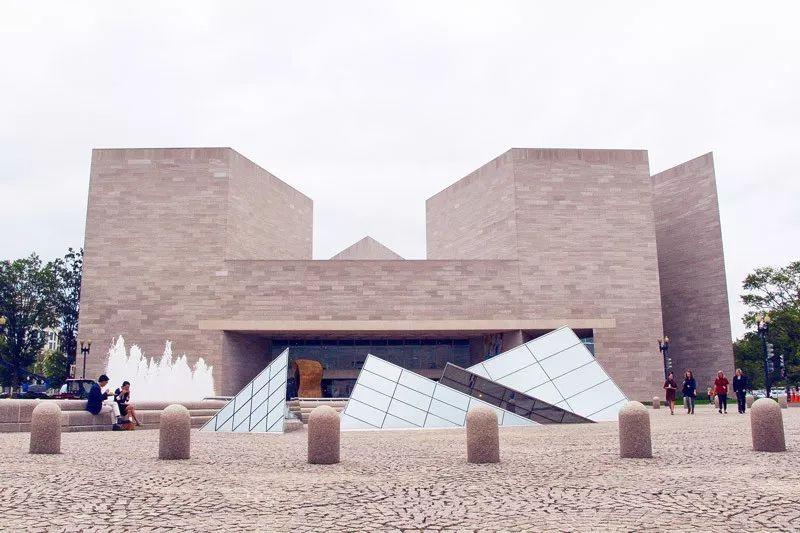 致敬贝聿铭:世界上最会用「三角形」的建筑大师_18