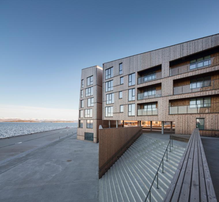 挪威滨海木质住宅_5
