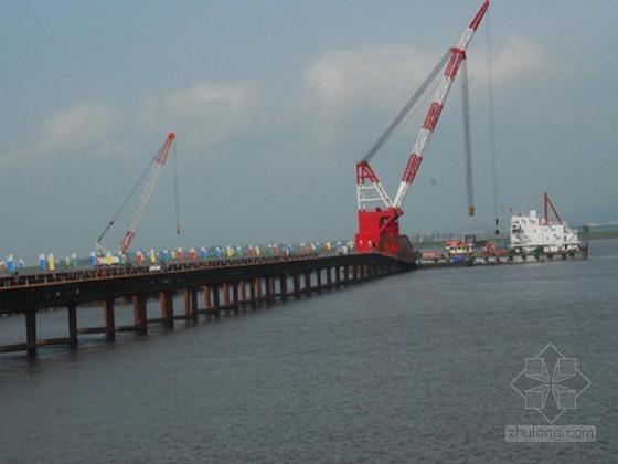 H型钢组成简支梁格体系钢栈桥施工方案(方案比选 受力计算)