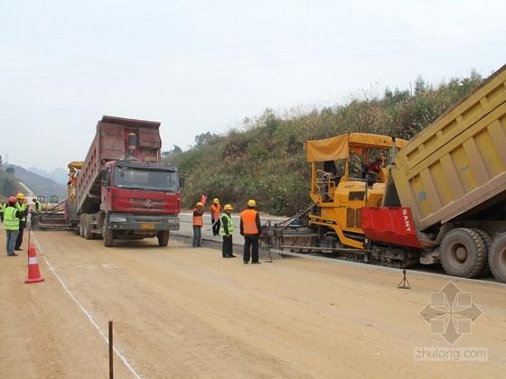 [湖北]高速公路水泥稳定碎石基层全宽度大厚度抗离析施工工法