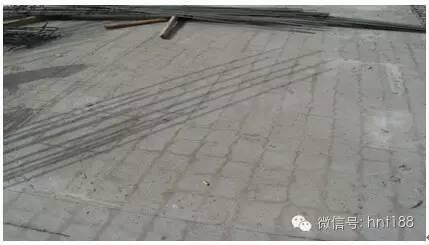 一次不当养护造成的混凝土表面裂缝