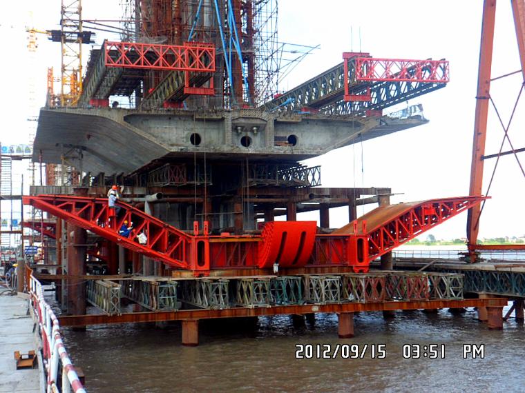 仙鶴型雙塔單索面預應力混凝土斜拉橋平安工程匯報材料