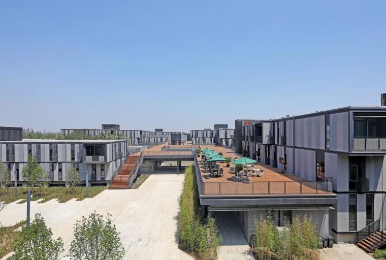 雄安市民服务中心,上千集装箱搭建临时办公区
