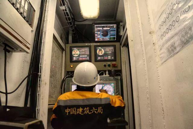 中建六局首个盾构法施工综合管廊隧道全部贯通_13