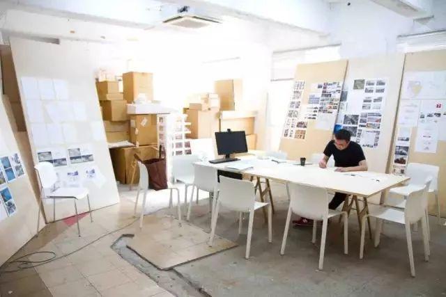 桌子越乱越有建筑大师的潜质?来看看真正的大师办公桌_41
