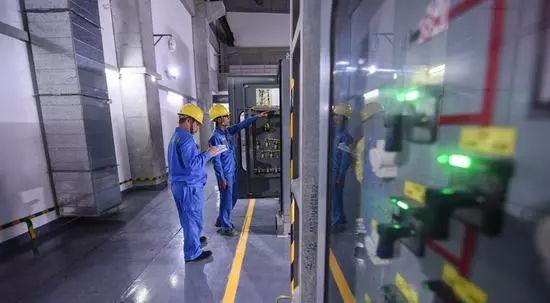 港珠澳大桥今正式开通盘点超级工程中的国企力量_9