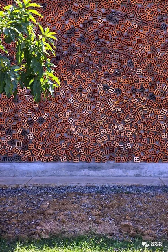 土掉渣的红砖耍起个性来,其他材料都得靠边站_3