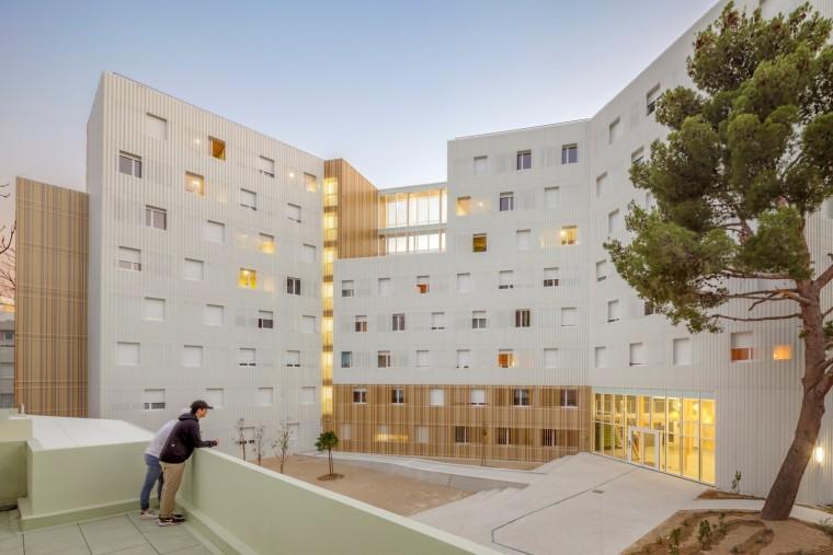 法国科尔尼学生公寓,八层纯木结构打造宜人居所 / A+Architectur