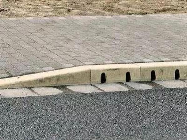 公路施工中,路面排水设计的重要性?