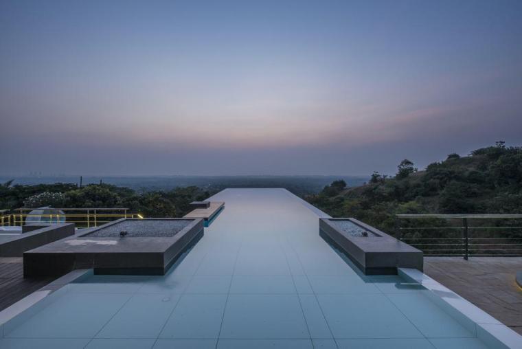15个建筑项目中的无边泳池