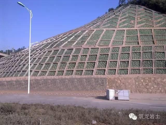 总平面布局时,边坡、挡土墙的尺度控制