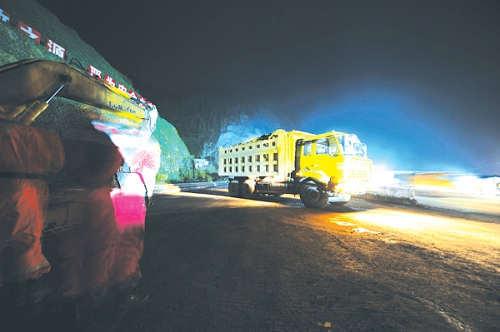 织金至普定高速公路一在建隧道坍塌 7人被困