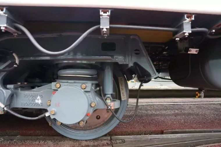 成都首条全自动无人驾驶地铁9号线首列车今日在蓉亮相!_15