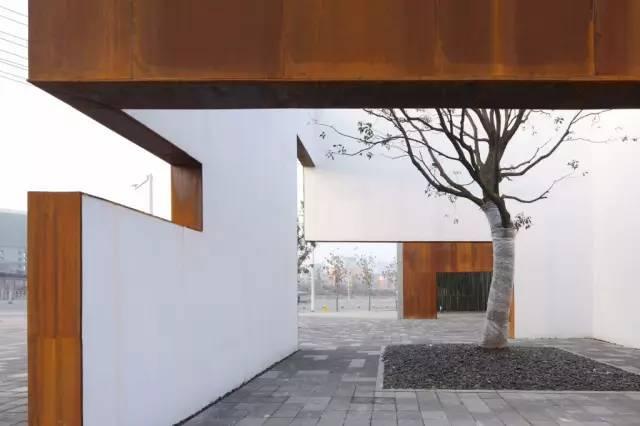 看建筑大师是如何使用锈钢板的?_33