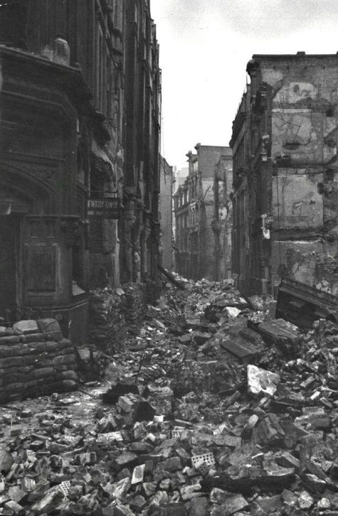 叙利亚战争后的城市建筑对比,满地废墟浓烟弥漫_11