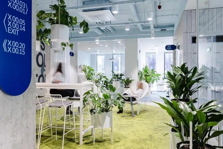 波兰以生态植物打造的Nordea总部办公空间