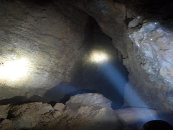 邓家庄隧道进口溶洞处理方案
