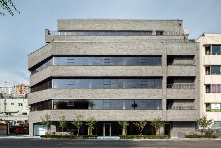 韩国完全敞开的办公大楼