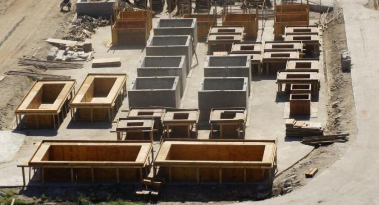 隔震基础现浇与预制相结合的施工工法