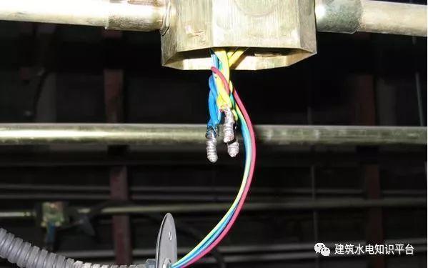 建筑电气工程施工质量通病和解决方法(现场施工图片解说)_12