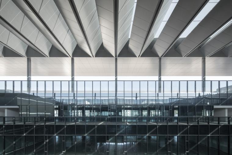 凤凰国际机场停车楼综合体-10