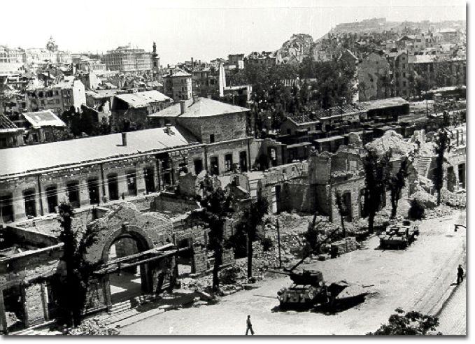 叙利亚战争后的城市建筑对比,满地废墟浓烟弥漫_27