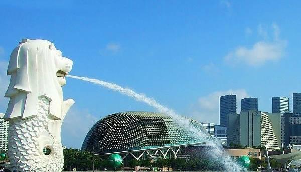 全球50个地标性建筑,认识10个就算你合格!-鱼尾狮(新加坡).jpg