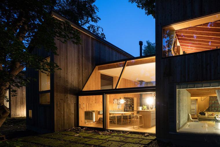 日本多层次空间木结构办公建筑外部夜景实景图 (6)