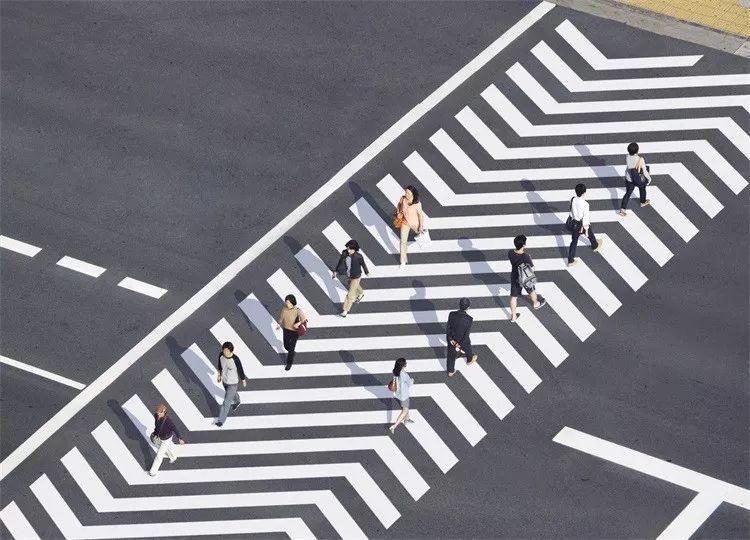 道路设计---丰富多彩的人行道设计