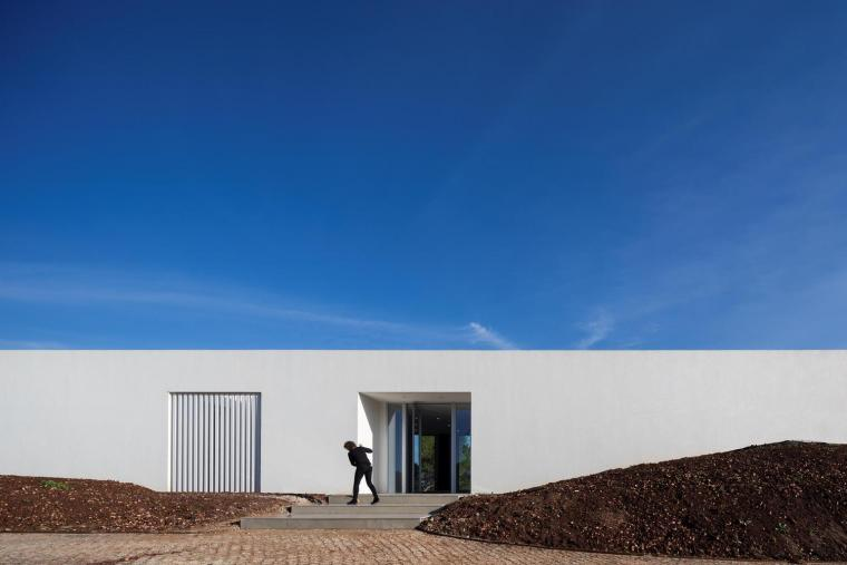 葡萄牙雕塑艺术般写意的住宅-1551071415170765