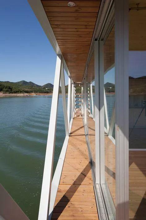 超美的水上筏式酒店设计,美出了新高度_34