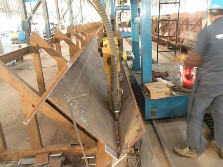 工厂H型钢埋弧自动焊实景