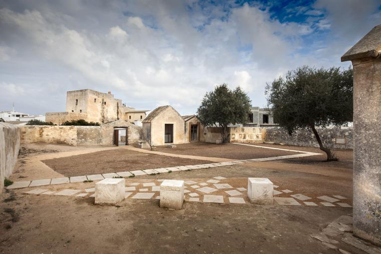 圣弗兰西斯卡泽维尔的旧墓园修复-1