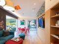 色彩成了这座住宅的主角,点亮每片墙体空间