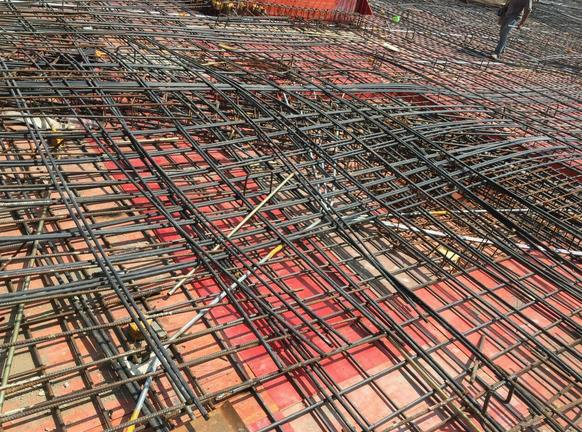 大面积地下室无粘结预应力通长布筋分段张拉施工工法