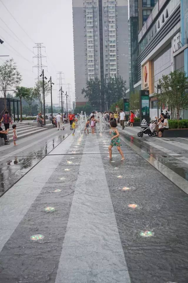 一个单词产生的设计灵感,结果火了北京的商业广场~_23