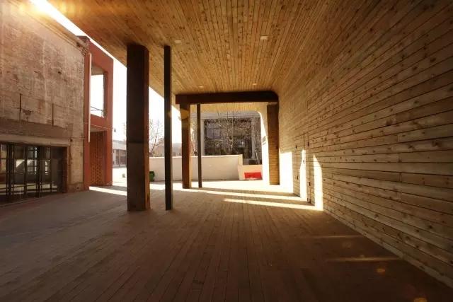 老钢厂改造的校园室内空间