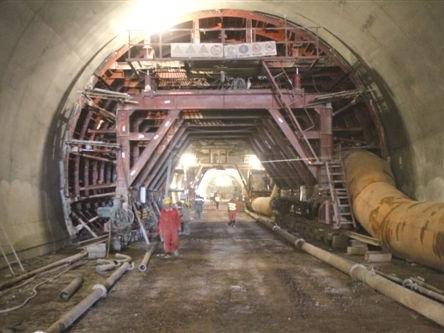 复合式中墙连拱隧道施工组织方案