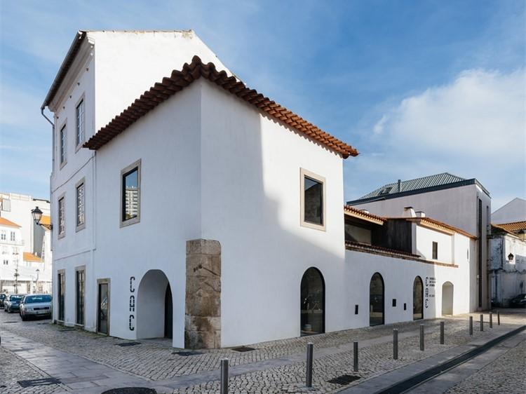 葡萄牙科布英拉旧陶瓷协会楼