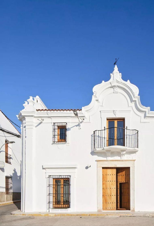 西班牙小镇的乡村宾馆,溢出画卷的莫兰迪色系!