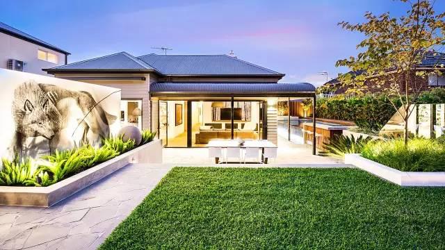 赶紧收藏!21个最美现代风格庭院设计案例_24