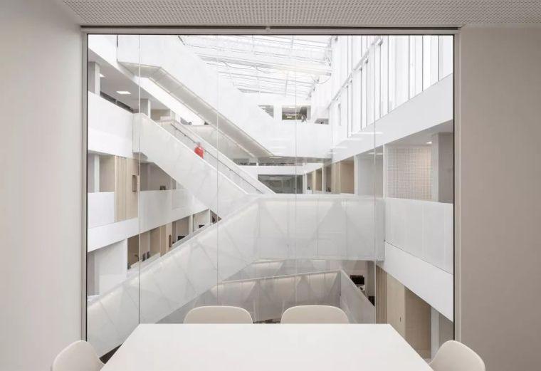 拥有一个霸道中庭的荷兰UTRECHT应用科学大学教学楼/SHL_17
