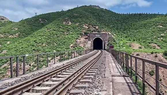 中国最难修的10座隧道,看完第1座我就服了!