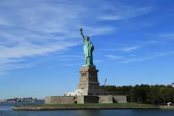 全球50个地标性建筑,认识10个就算你合格!-自由女神像(美国·纽约).jpg