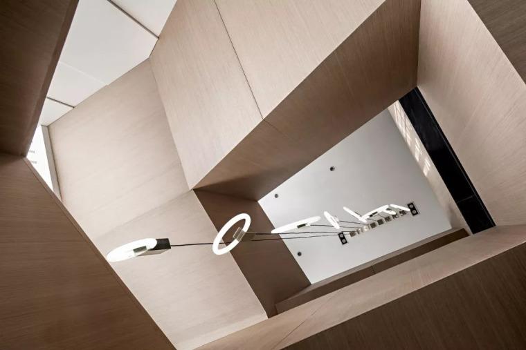 精致材料和简洁配饰,打造出低调素雅的空间_25