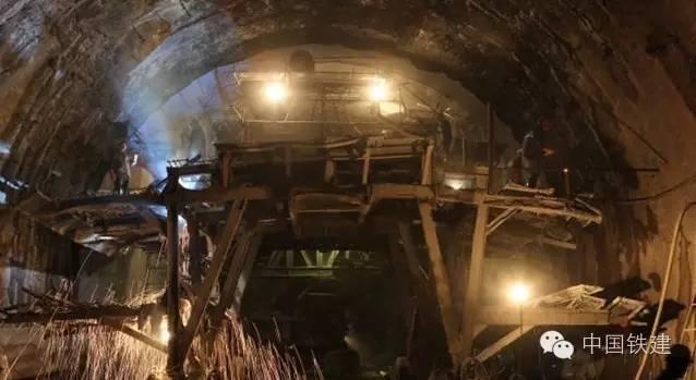 隧道施工的未来:机械化PK人海战术!_9